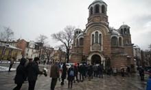 Момчето си отиде: Поклонението пред големия Филип Трифонов напълни църквата. Виж кои го изпратиха