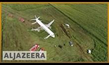 Руски пътнически самолет кацна аварийно в нива