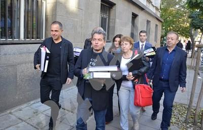 Тошко Йорданов подаде документи в съда за партията на Слави. СНИМКИ: Йордан Симеонов СНИМКА: 24 часа