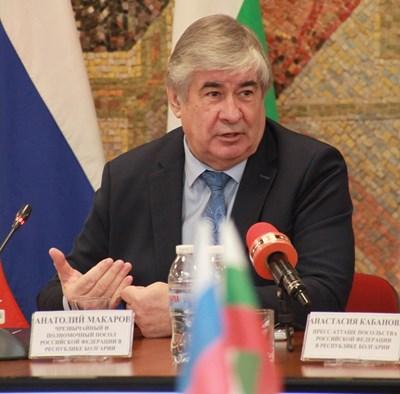 Руският посланик Анатолий Макаров остава без още двама служители в мисията, уличени в шпионаж.