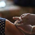Ваксините предпазват от тежко протичане на заболяването, от хоспитализация и смърт.  СНИМКА: РОЙТЕРС