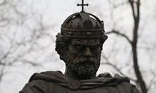 Цар Самуил ослепя като войниците си. Два прожектора прикриват дефекта на паметника, чиито очи вече не светят