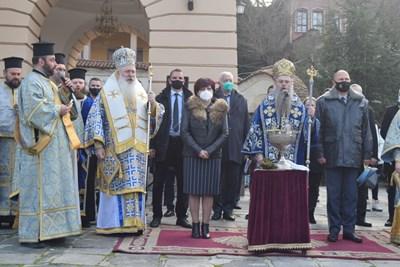 Цвета Караянчева дойде в Пловдив за освещаването на бойните знамена. Снимки: Руслан Йорданов