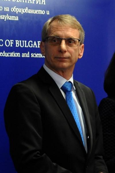 Министър Николай Денков