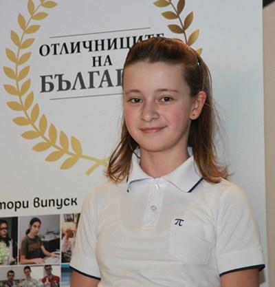 Сара има над 90 призови медала по математика.