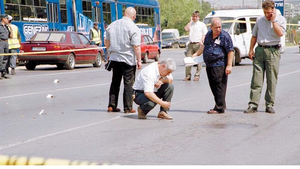 """Криминални архиви, 2003 г.: Убийците на Фатик отвлекли и собственика на """"Руен"""". В тайната им база открили полицейски якета, пробита с куршум бронежилетка и оръжие"""