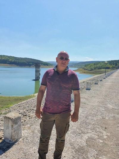"""Екоминистърът Емил Димитров провери миналия месец язовирите """"Ястребино"""", """"Тича"""" и """"Цонево, след като премиерът Бойко Борисов му възложи да се вземат мерки за осигуряване на допълнителни източници на вода през 2021 г. заради засушаването."""