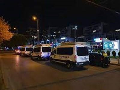 Полицаи и служители на РЗИ продължават с проверките в Пловдив.