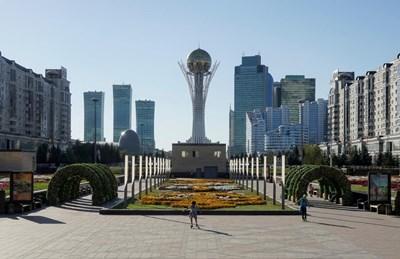 Столицата Астана се превръща в модерен град с десетки небостъргачи. СНИМКА: РОЙТЕРС
