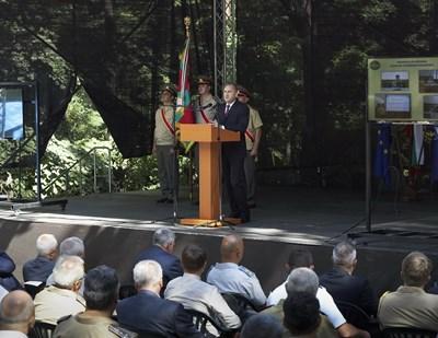 Радев участва в церемонията по откриване на учебната година във Военната академия. Снимки прессекретарият на държавния глава