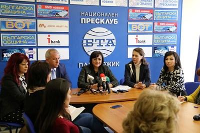 Лидерът на БСП Корнелия Нинова по време на пресконференцията в Пазарджик след изнесеното заседание на Изпълнителното бюро на партията. Снимки БСП