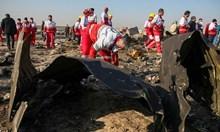 """Видео показва как ракета земя-въздух удря украинския """"Боинг"""" край Техеран"""