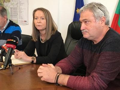 Николай Христозов /вдясно/ потърси съдействие от областния управител на Пловдив Дани Каназирева. Снимки: Авторът