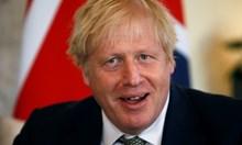 Лордове задължиха Джонсън да даде автоматично статут на европейците