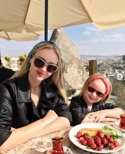 Айла и 5-годишната й дъщеря Стефани  СНИМКИ: инстаграм/seasunstefunny