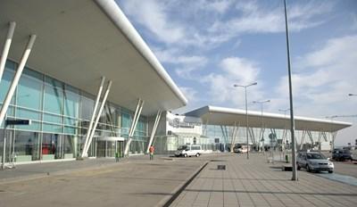 Четири от петте кандидата обжалват класирането за концесията на летището.