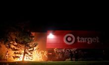 Палят и грабят в Минеаполис след убийство на чернокож