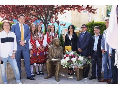 Веселин Маринов гост при откриването на паметник на Евтим Евтимов в Петрич