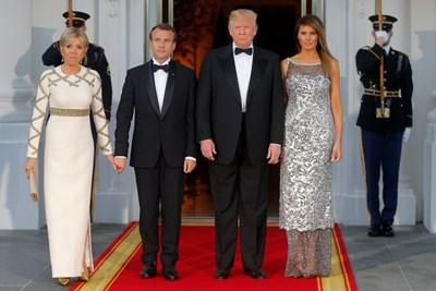 Американският президент Доналд Тръмп посрещна френския си колега Еманюел Макрон на първата държавна вечеря, организирана от правителството му СНИМКИ: Ройтерс