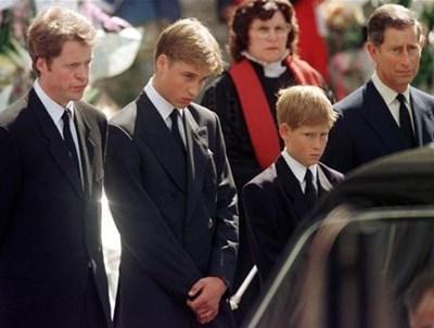 Братът на Даяна Ърл Спенсър, принц Уилям, принц Хари и принц Чарлз СНИМКА: РОЙТЕРС