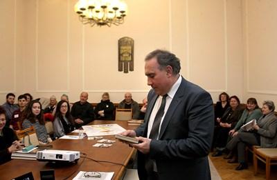 Директорът на търновския театър Васил Вълчев представи пред отбраната публика специалния статут и постиженията на храма на Мелпомена в старата столица
