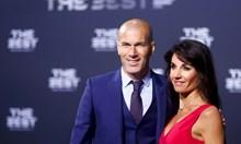 Футболната съпруга, която обяви война на славата и социалните мрежи