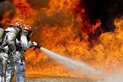 Голям пожар в Калояново, пет екипи на пожарната го гасят