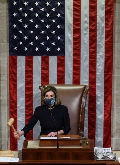 """Мярката по импийчмънт бе одобрена в долната камара на Конгреса с 232 """"за"""" срещу 197 """"против"""", като """"за"""" гласуваха десетима републиканци и всички демократи.Снимка Ройтерс"""