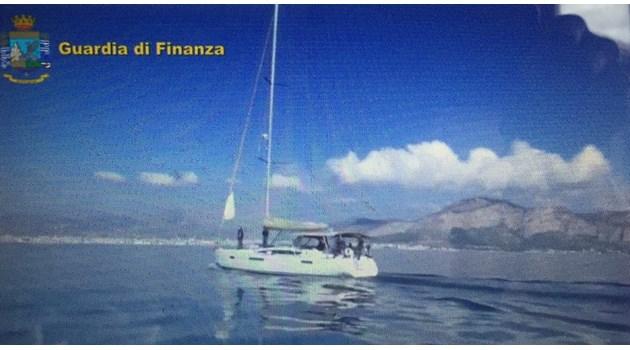 Арестуваха трима българи с 6 тона хашиш за 13 млн. евро на яхта до Палермо