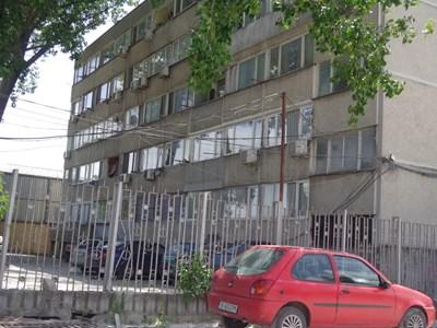 Общежитието във Варна, в което била открита лабораторията за отглеждане на марихуана. Жилищата в него са били продадени преди години, а след това и препродадени на трети лица. СНИМКА: Цанко Цанев