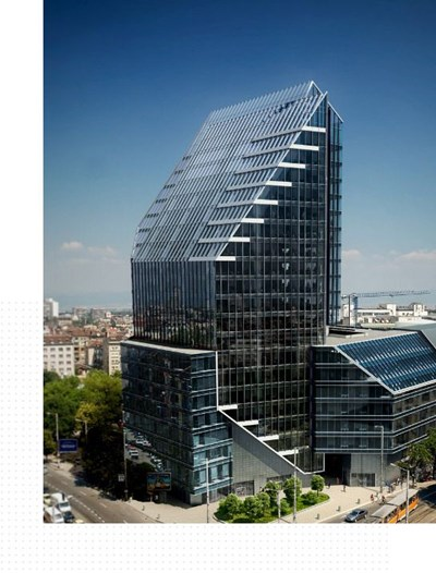 """Бизнес сградата на столичния площад """"Македония"""" е продадена за над 78 млн. евро.  Гърци купиха от"""