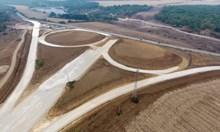 """Вижте как строят """"Хемус"""" между Боаза и връзката с пътя Плевен - Ловеч (Видео, снимки)"""