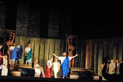 Спектаклите на Царевец са привлекателни за почитателите на класическото изкуство СНИМКА: Община Велико Търново