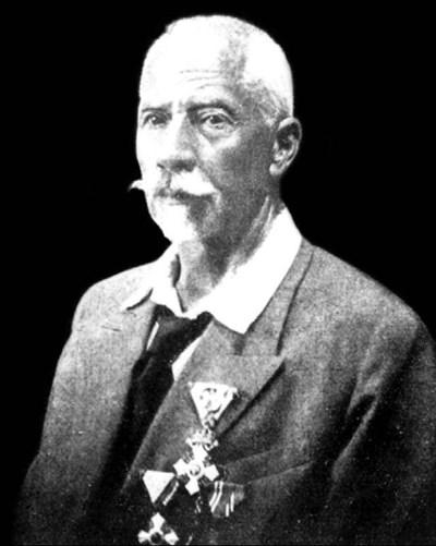 Тодор Йончов, декориран с медали за заслуги към науката.