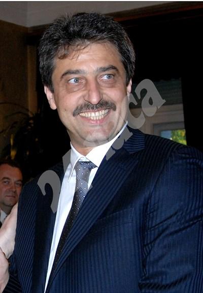 Цветан Василев от 2014 г. е в сръбската столица Белград.