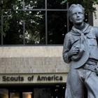 Статуята на момче пред централата на скаутите в Тексас