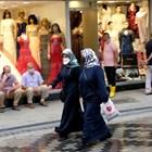 В Турция носят маски дори на открито.