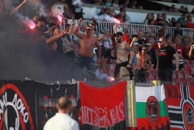 """""""Локо"""" имаше мощна подкрепа от агитката си по време на мача с """"Литекс"""". Снимки: Румяна Тонева"""