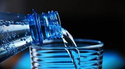 В Монтана раздават минерална вода на граждани пред общината