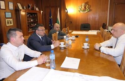 Министърът на младежта и спорта Красен Кралев направи работна среща с ръководството на МВР и СДВР след инцидента с полицайката.  СНИМКА: ММС