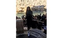 "Нанси Карабойчева пред фонтана ""Ди Треви"" в Рим"