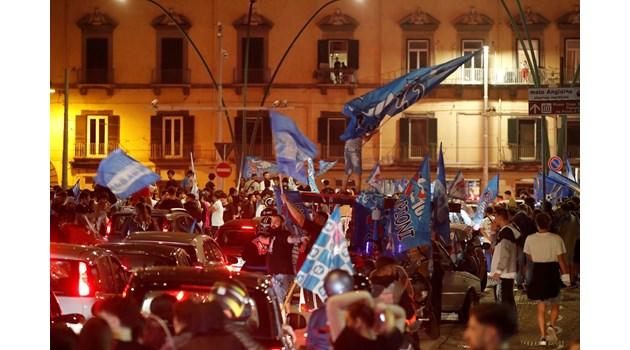 Наполи спечели купата на Италия, след като се справи с Ювентус