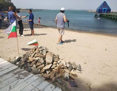 Засега плажът на Росенец не е вписан в кадастъра, т.е. не е плаж, защото заповедта за вписването е обжалвана.  СНИМКА: ЕЛЕНА ФОТЕВА