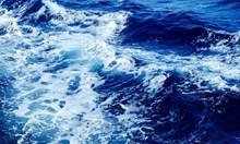 3 метра вълни погребаха кайт сърфист край Ахтопол
