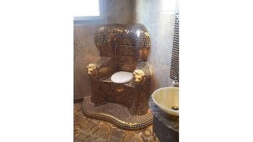 Това не е тоалетната на Баневи и не, не се явявам техен защитник