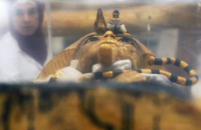 Започна реставрацията на ковчега на Тутанкамон в Египет СНИМКИ: Ройтерс