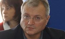 """Долу лапите от английския на Бареков и """"баджаците"""" на Марчева"""