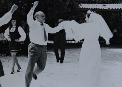 Тодор Живков винаги е бил скъп гост на сватбите и в интерес на истината БКП лидерът е умеел да се раздава.