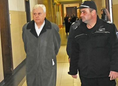 """""""Съжалявам за унищоженото семейство и за проявената от мен нелепа гордост"""", каза пред съда Венцеслав Василев. СНИМКА: БУЛФОТО"""