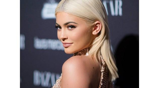 Как 21-годишна красавица спечели милиард долара от червила